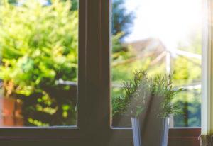 Prøv å unngå og vaske vinduer i solsteiken