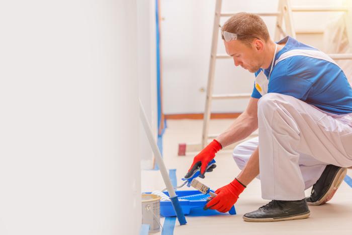 bruk maskeringsteip når du skal male veggene