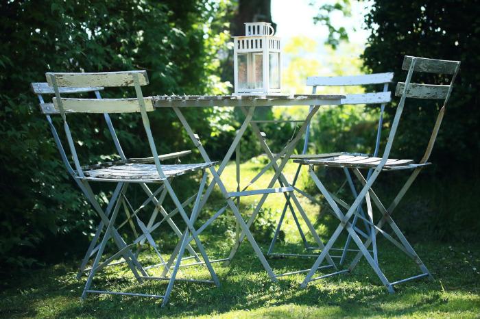 vedlikehold av møbler i metall